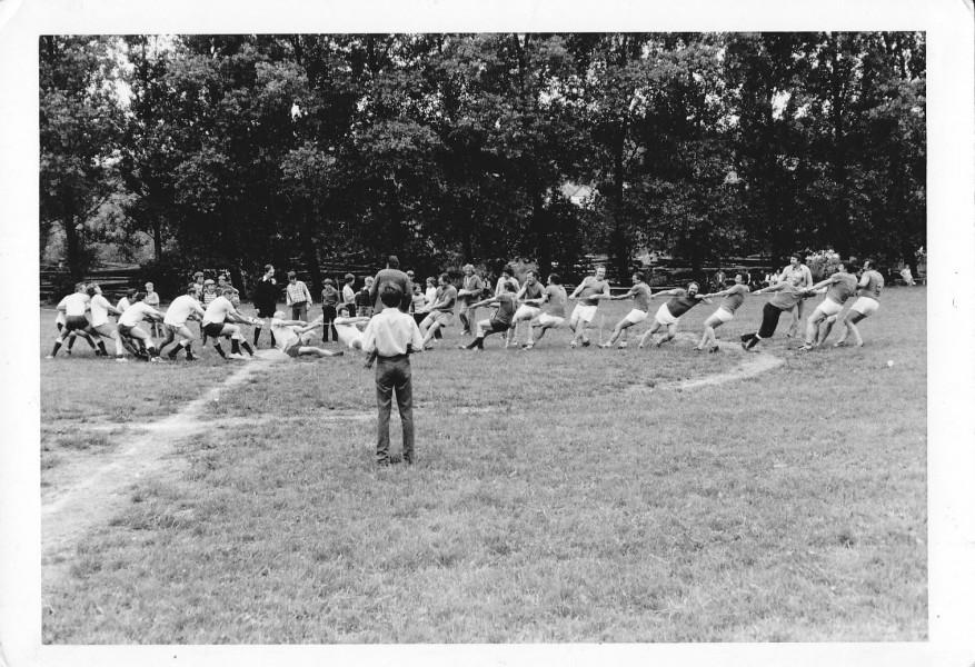 1979_sportovni_den_pretahovani_ulic